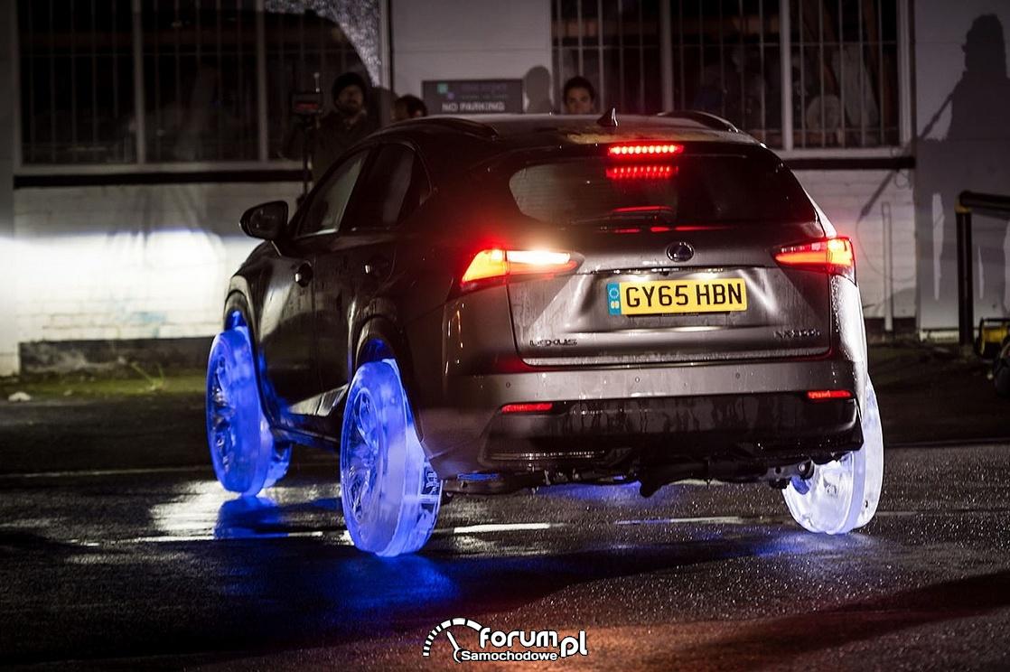 Lexus NX 300h na kołach z lodu, tył