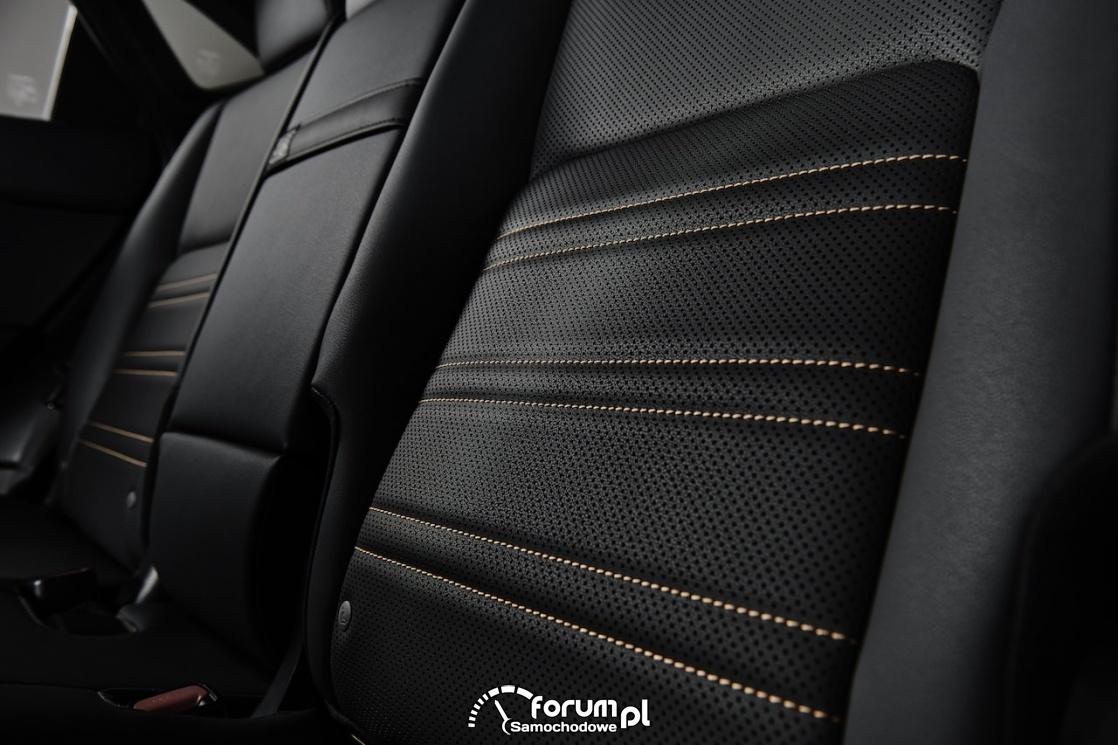 Lexus NX black, przeszycia tylnych siedzeń