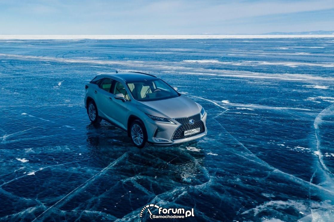 Lexus RX, jazda na lodzie syberyjskim