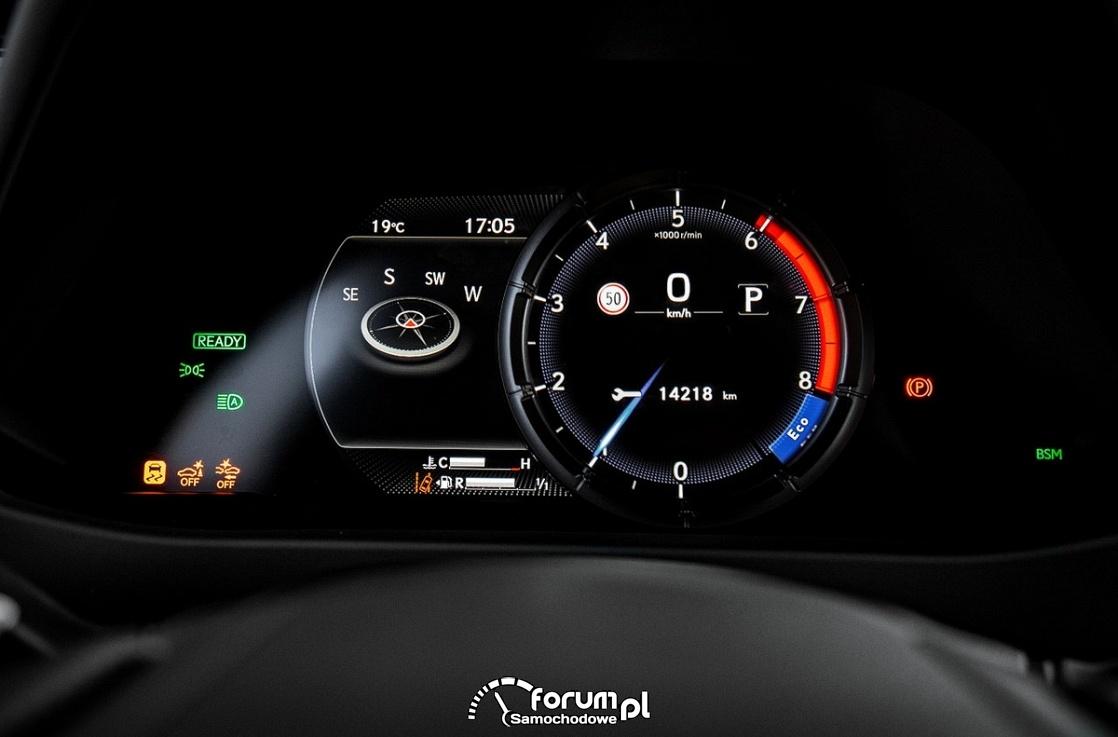 Lexus UX 250h, cyfrowe zegary