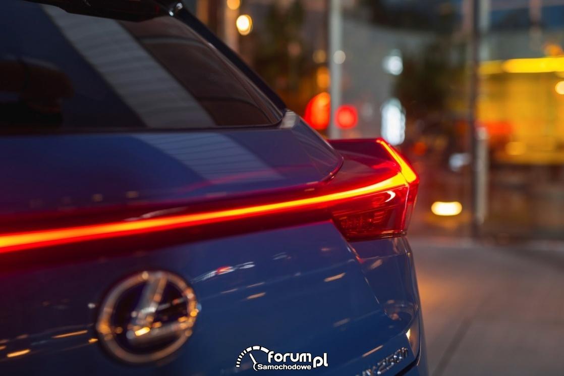 Lexus UX, tylne światła led