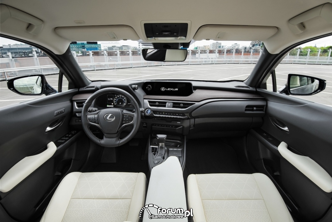 Lexus UX, wnętrze