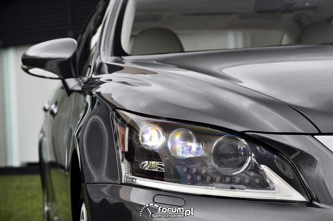 Przedni reflektor LEDowy - Lexus LS 600h