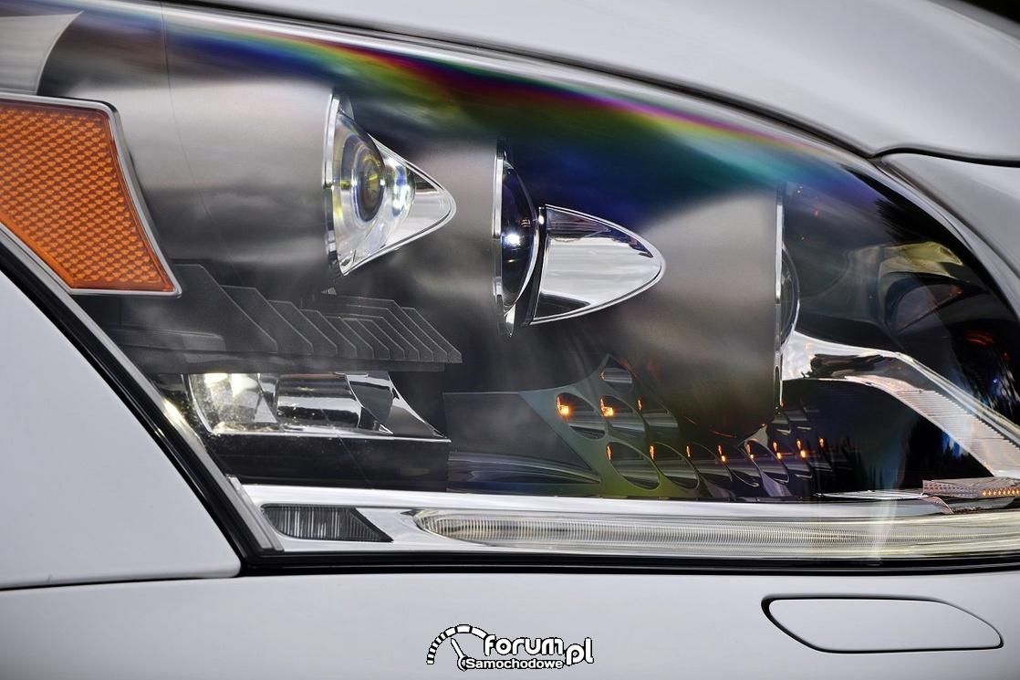 Przedni reflektor LEDowy - Lexus LS 600h, widok z boku