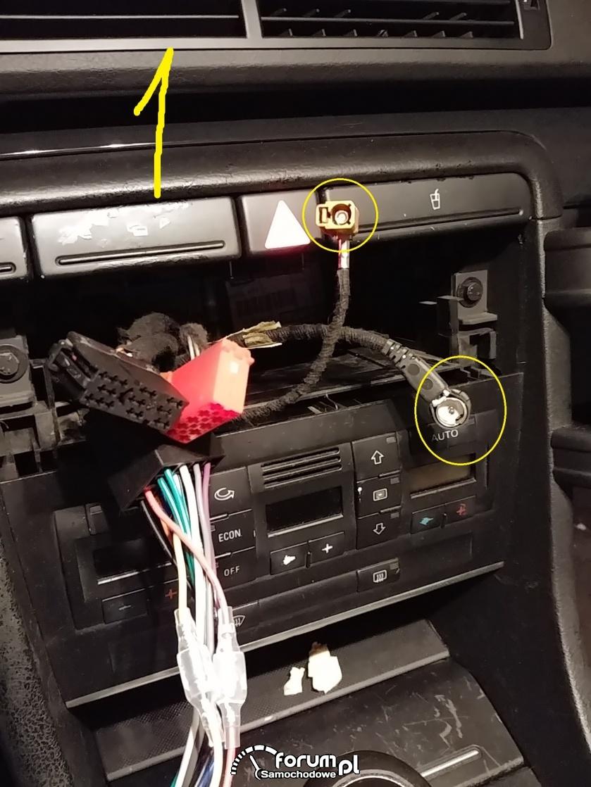 Jak połączyć wtyczki w nowym radiu z instalacją auta?
