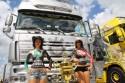 Dziewczyny, bodypainting i ciężarówki