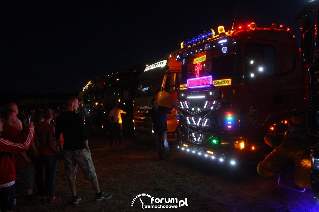 Scania, nocne oświetlenie zewnętrzne