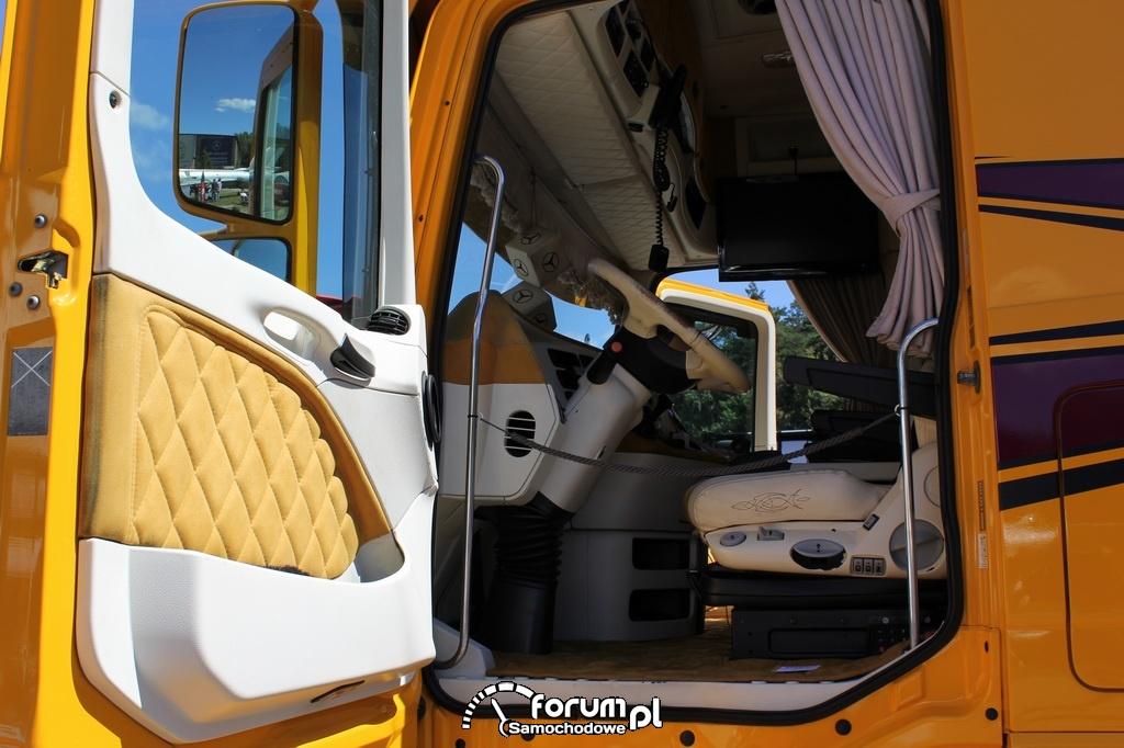 Wnętrze kabiny w ciężarówce