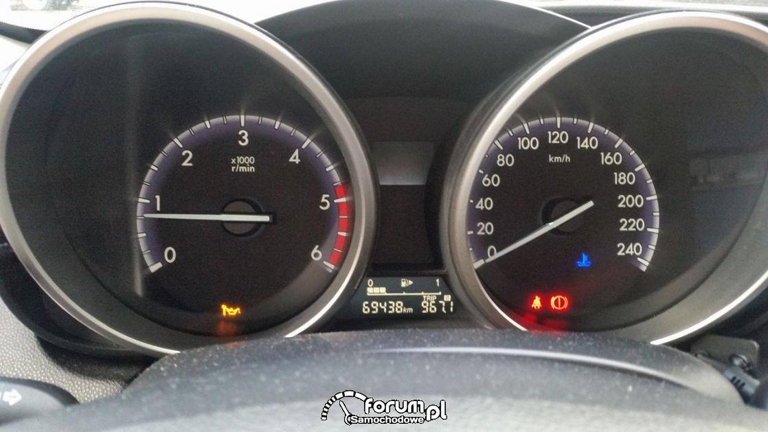 Mazda 3 kontrolka oleju z kluczem
