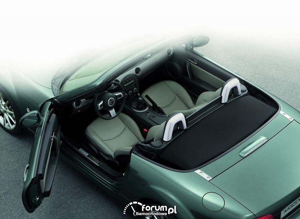 Mazda MX-5 z dodatkowym wyposażeniem i nowoczesną nawigacją