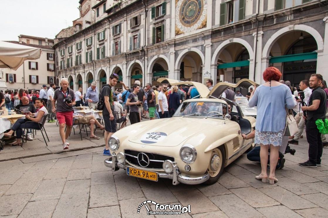 Mercedes 300 SL z 1954 roku, drzwi otwierane do góry