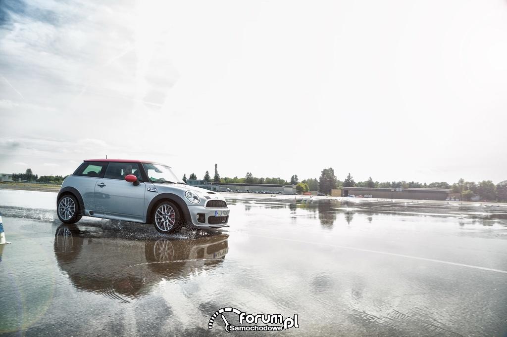 MINI Driving Experience, aquaplaning