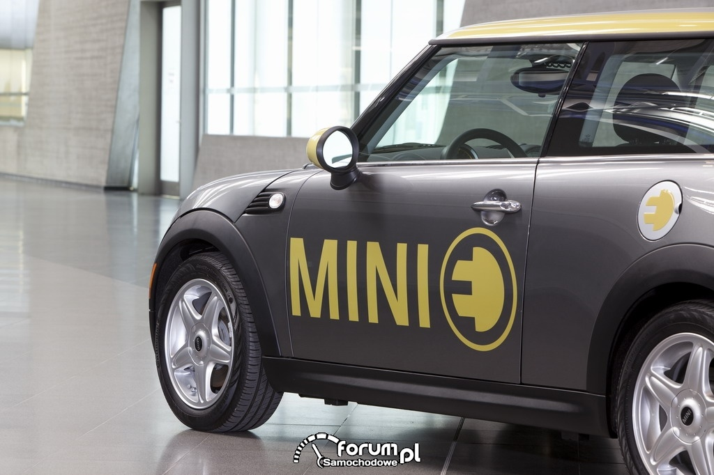 MINI E (od 2008), samochód elektryczny, logo na drzwiach