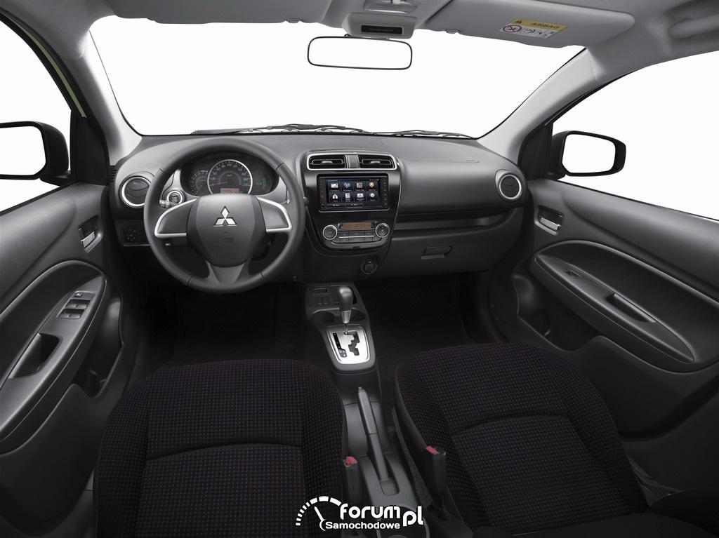 Mitsubishi Mirage, wnętrze, kierownica po lewej stronie.