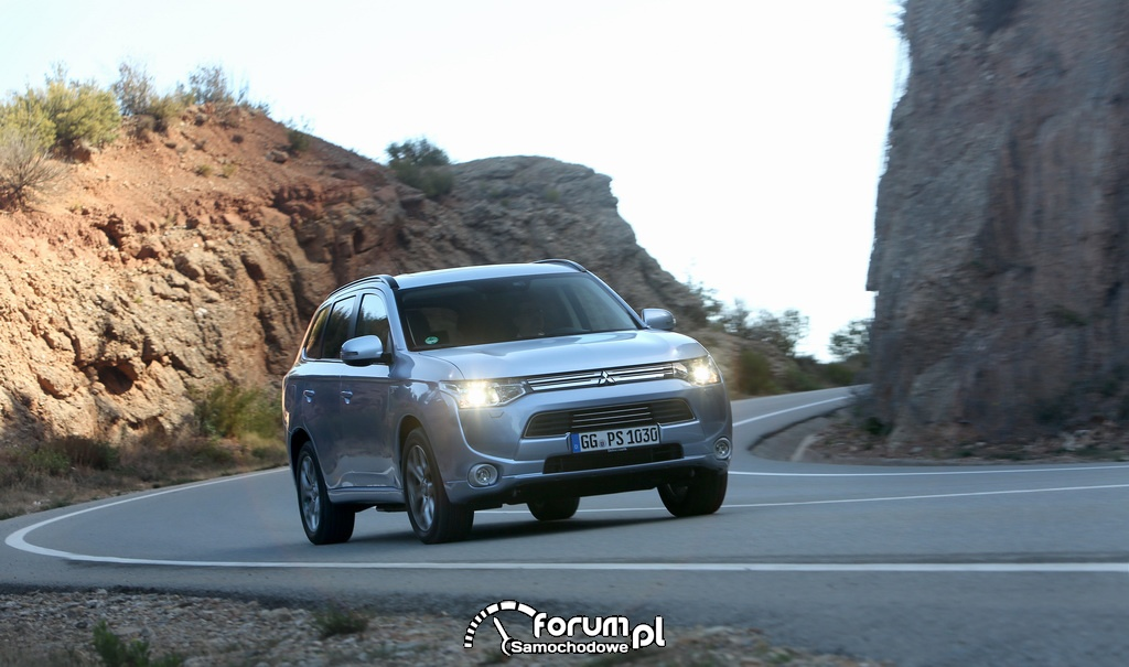 Mitsubishi Outlander PHEV w rajdzie cross country