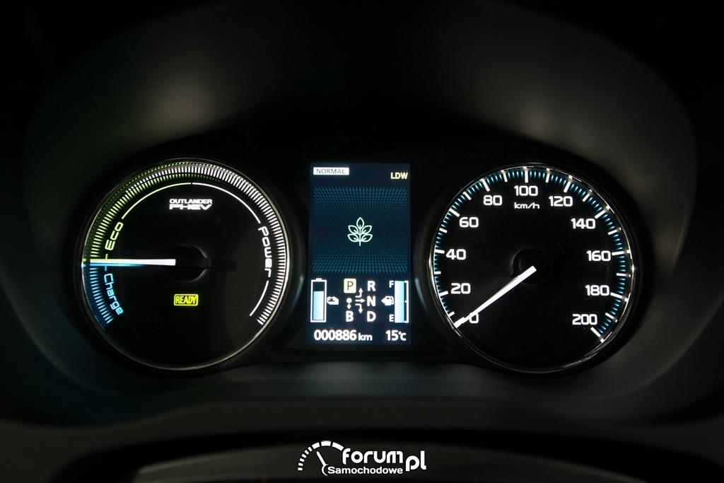 Mitsubishi Outlander PHEV, licznik, zegary