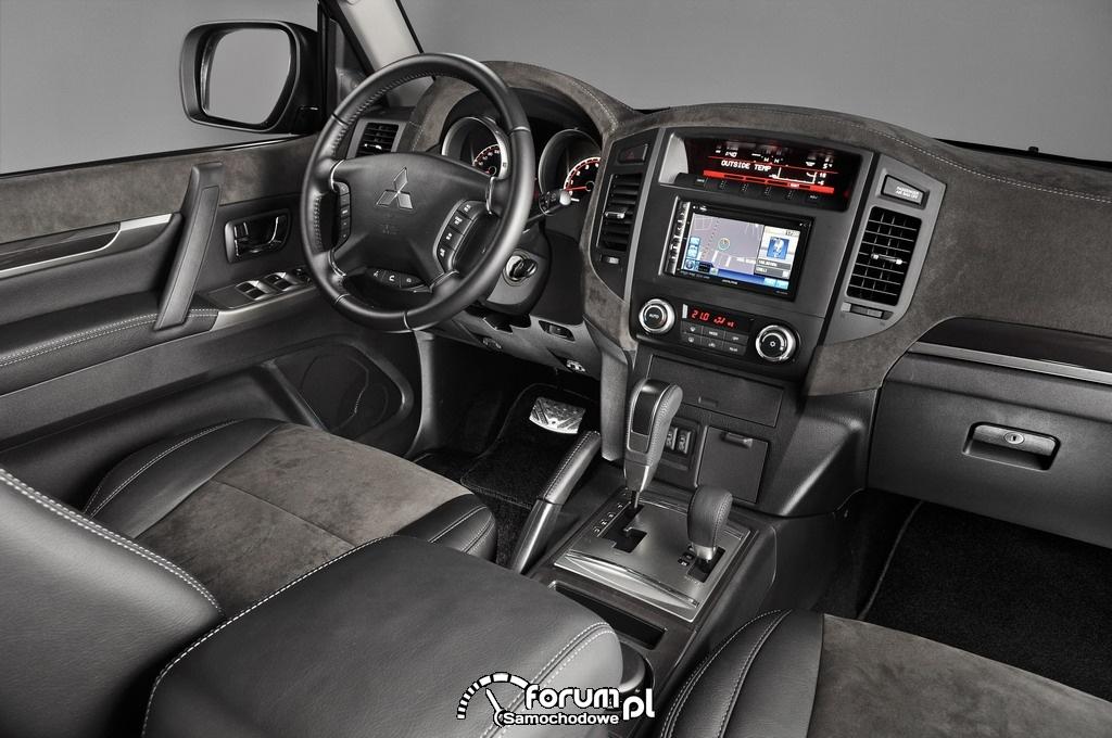 Mitsubishi Pajero Dakar Edition, wnętrze