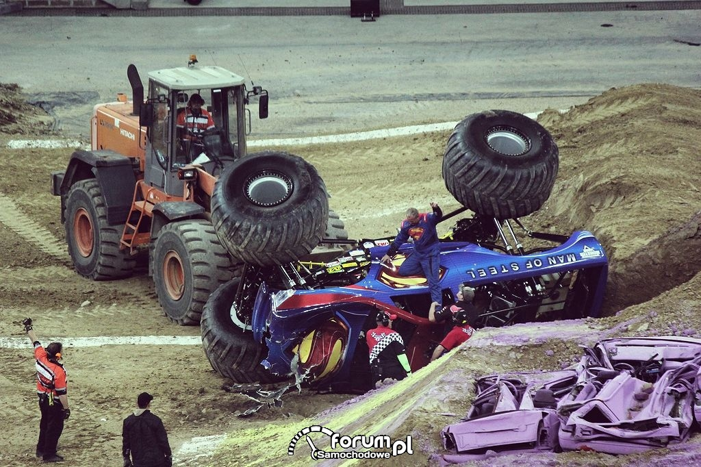 Man of Steel - Monster Truck, 12