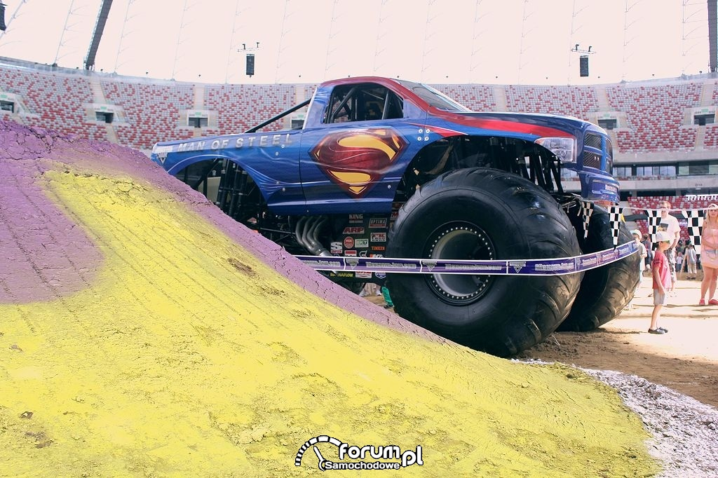 Ogromy Monster Truck, Man of Steel na Pit Party
