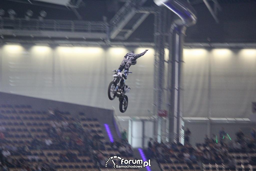 Pokazy akrobatyczne na motorach podczas skoku, 5