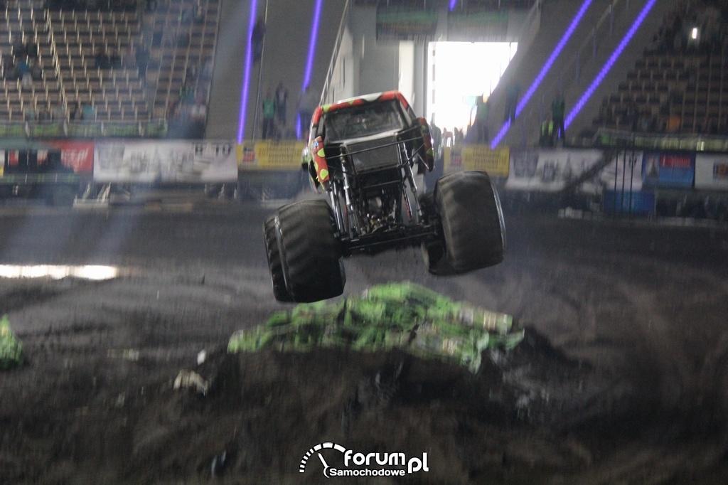 Reverse Racer - Monster Truck, podczas skoku, 2