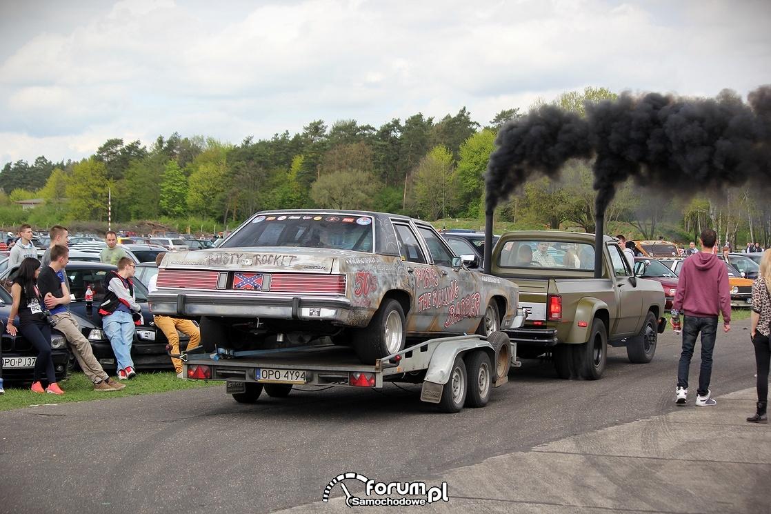 Dodge pickup z lawetą