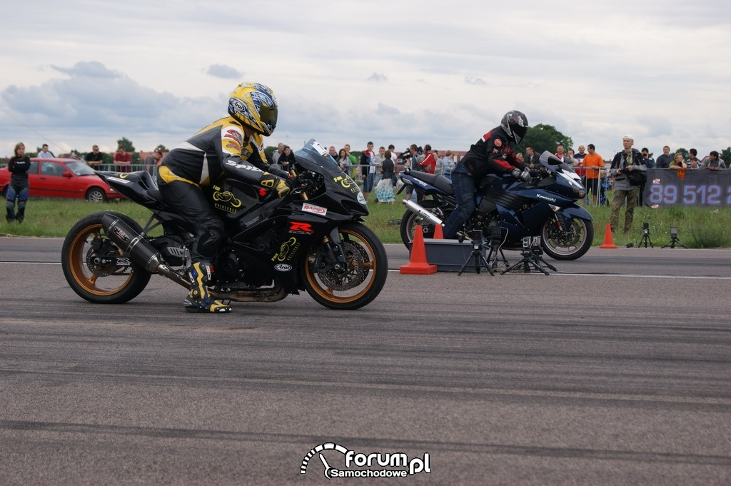Suzuki GSX-R vs Kawasaki ZZR