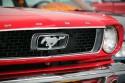 Logo Mustanga na przednim grilu