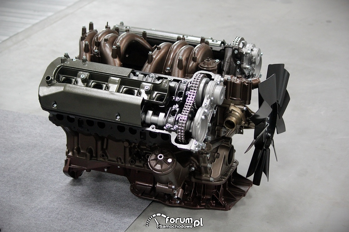 Silnik V8