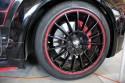 Czarne alufelgi z czerwonym rantem, Porsche Cayenne