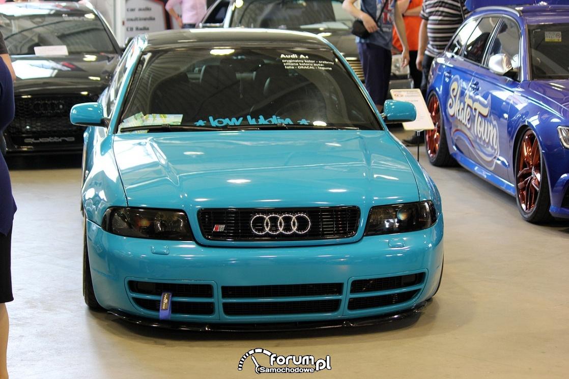 Audi A4 B5, niebieska folia, przód