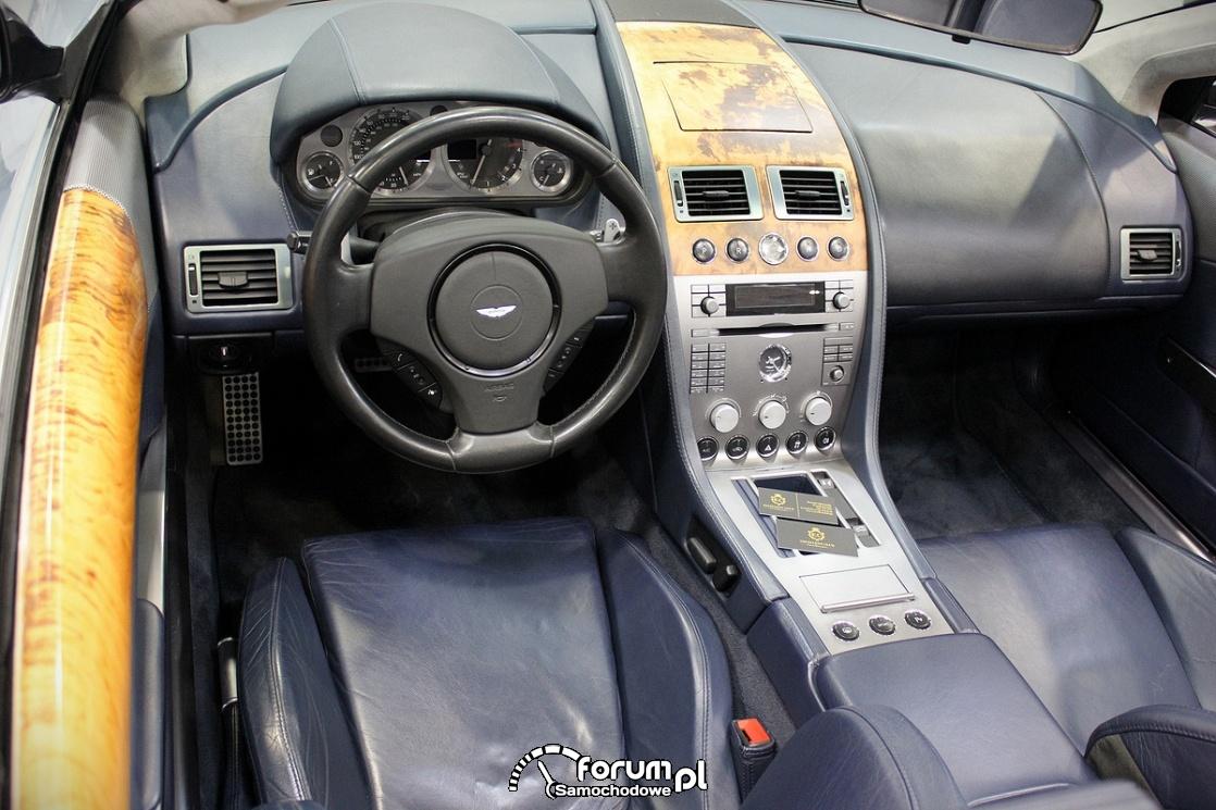 Aston Martin DBS Volante, wnętrze