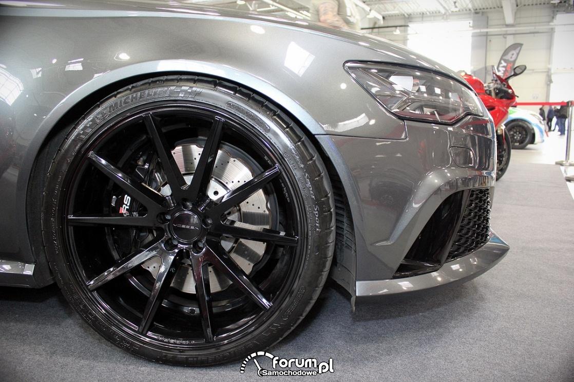 Audi RS6, czarne alufelgi Vossen