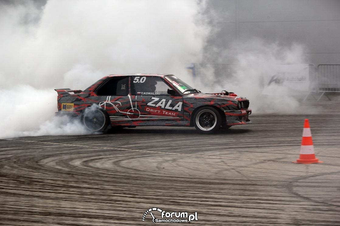 BMW E30, Drift, biały dym