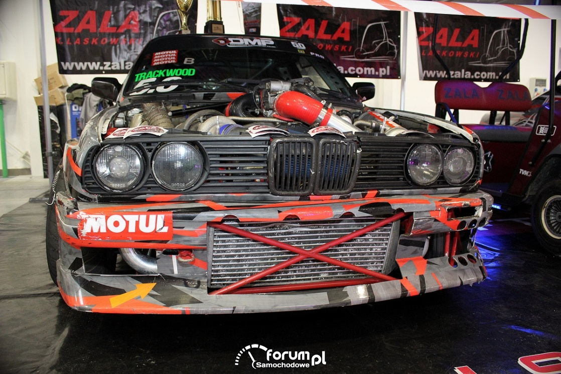 BMW E30, samochód o driftu, przód