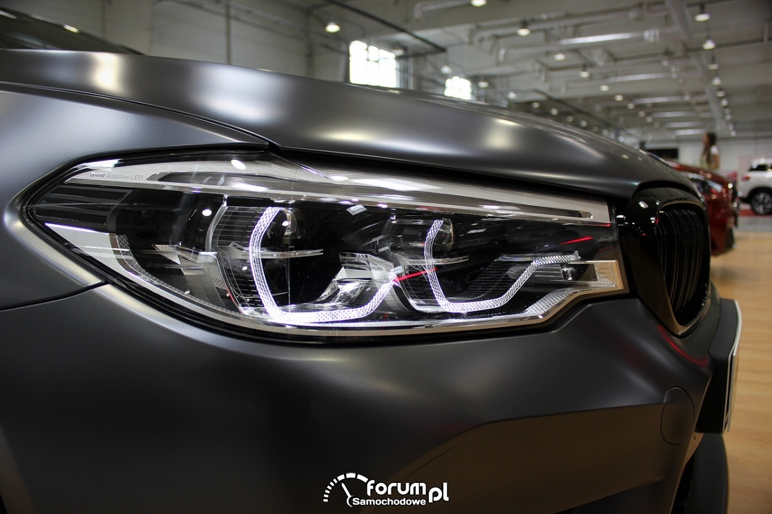 BMW M5 Competition, rzednia lampa LED