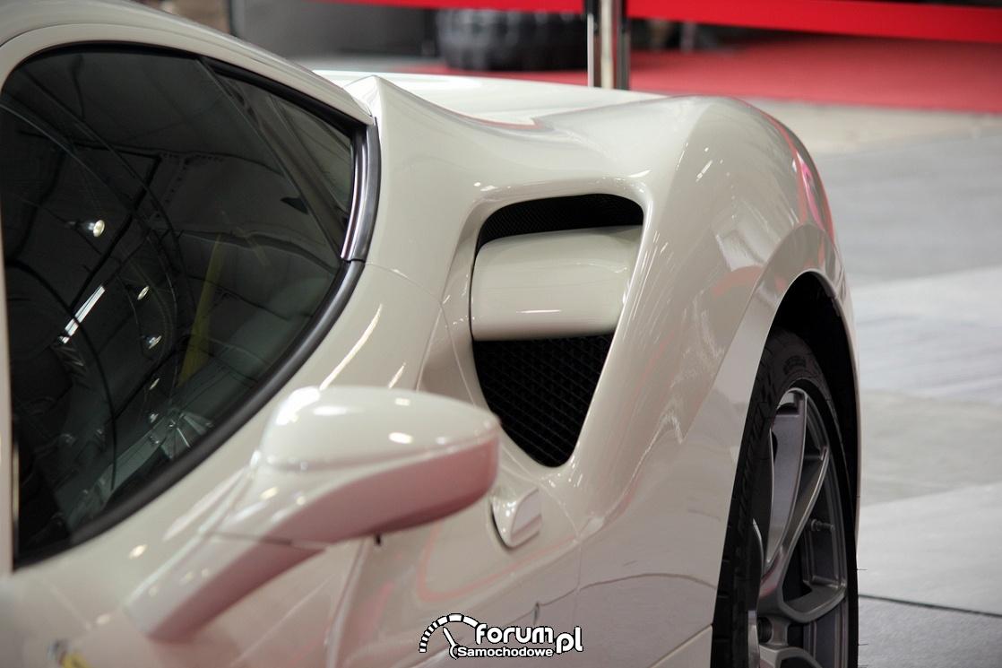 Ferrari 488 GTB, boczny wlot powietrza