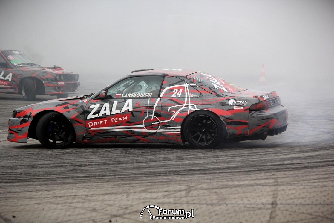 Nissan 200SX S14A vs BMW E30, Drift