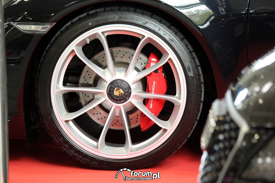 Alufelgi Porsche, czerwone zaciski hamulcowe