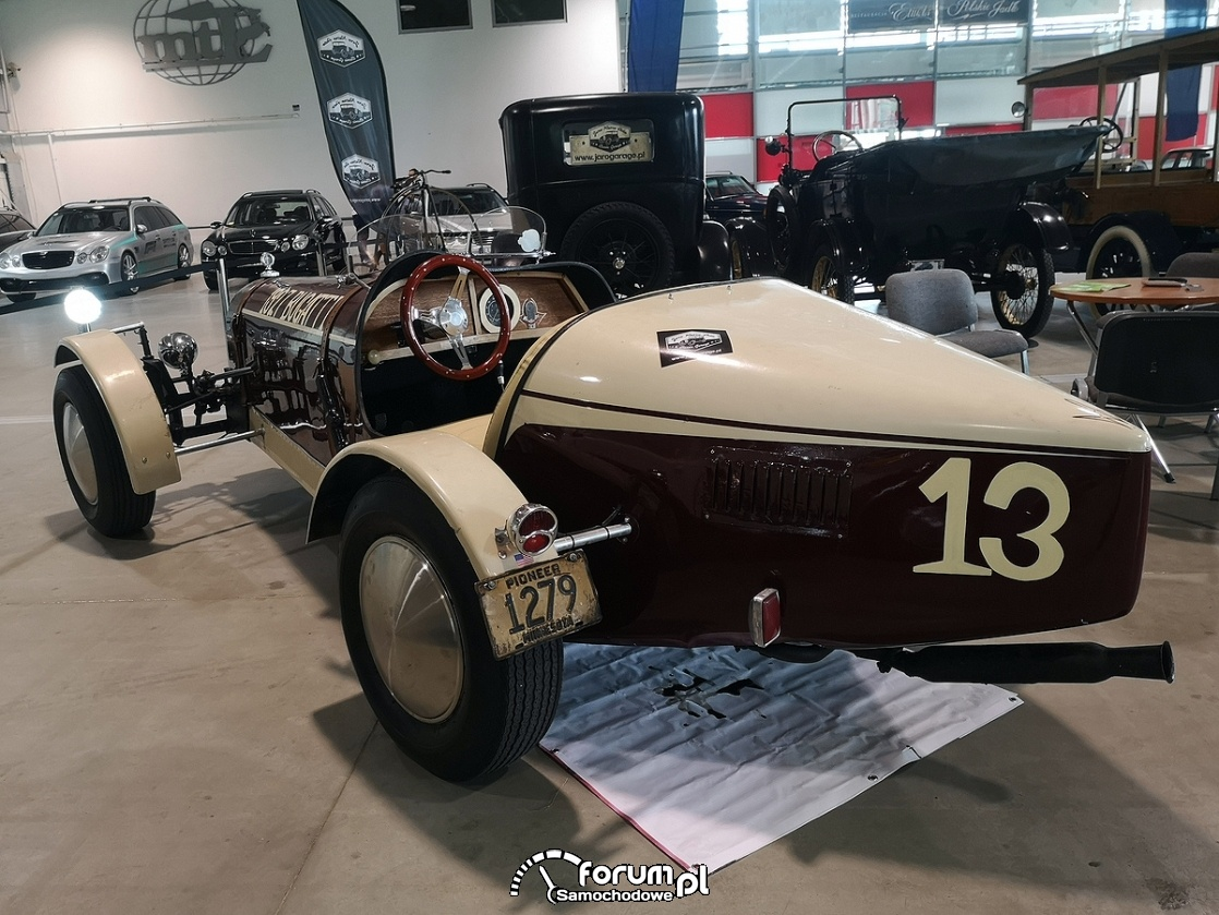 Bugatti 1927, tył