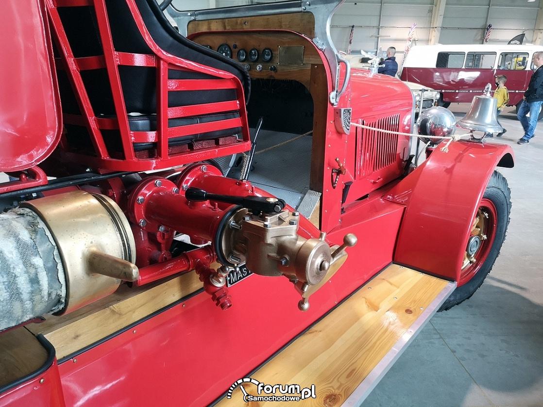 Deluge - Master Fire Fighter, zabytkowy samochód strażacki, spust wody