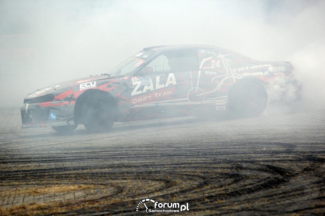 Drift w białym dymie spalonej gumy, Nissan s14 2JZ 750HP 900Nm