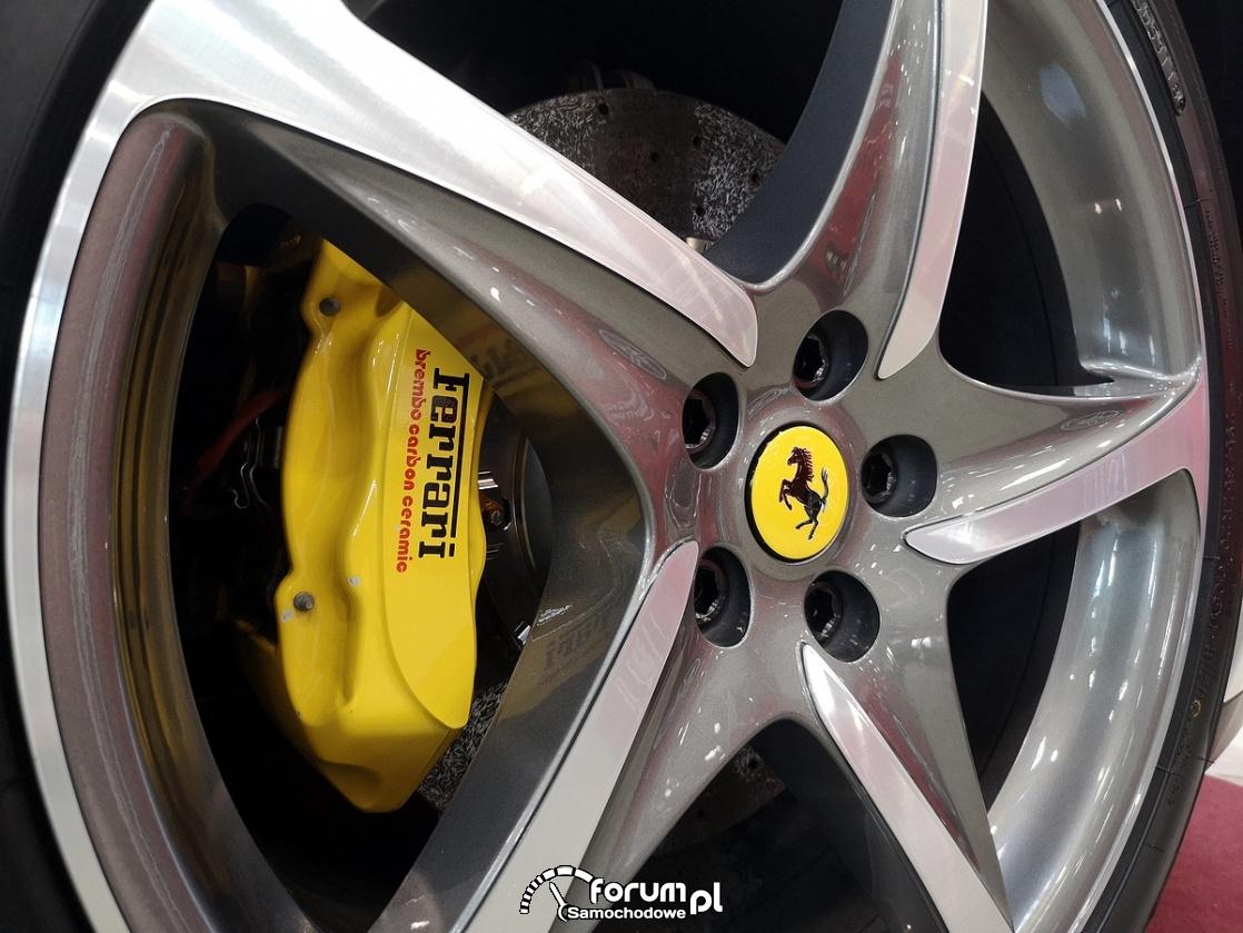 Ferrari FF Pininfarina, alufelgi i żółte zaciski hamulcowe