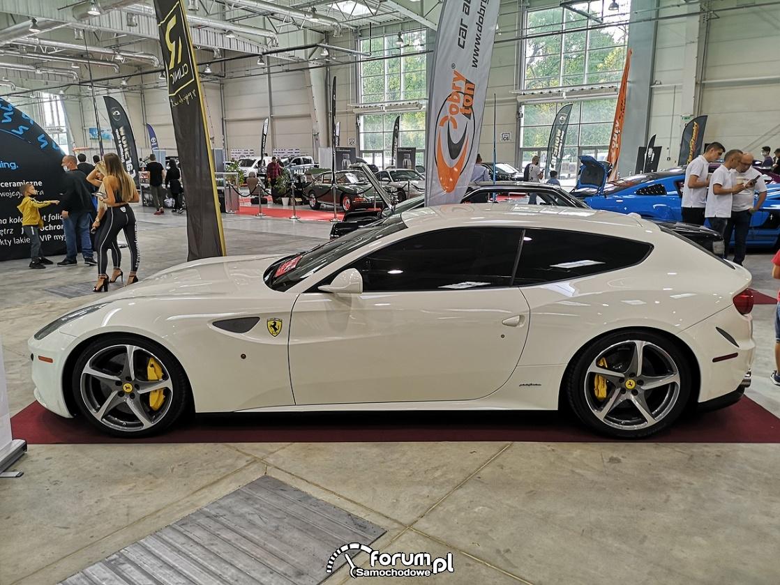 Ferrari FF Pininfarina, bok