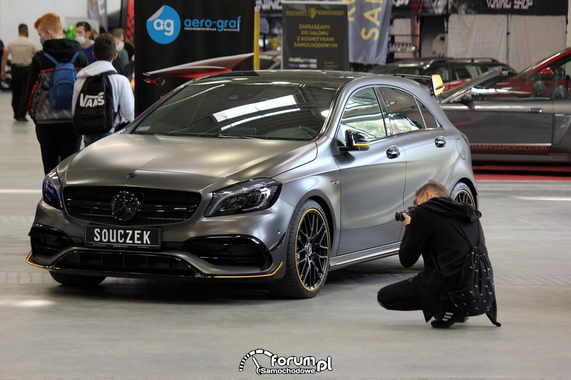 Fotograf i Mercedes A45 AMG
