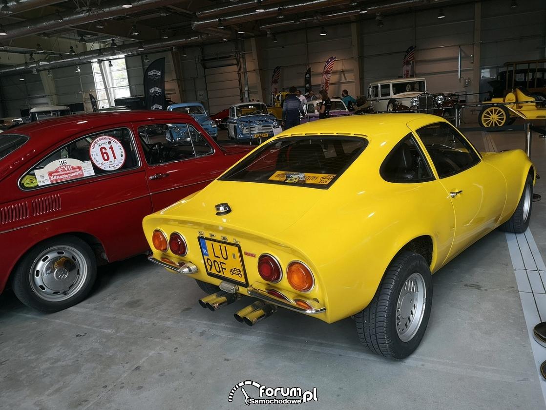 Opel 1900 GT, tył