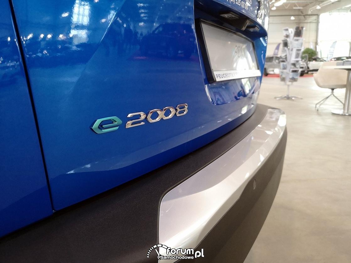 Peugeot e2008 GT, logo na klapie