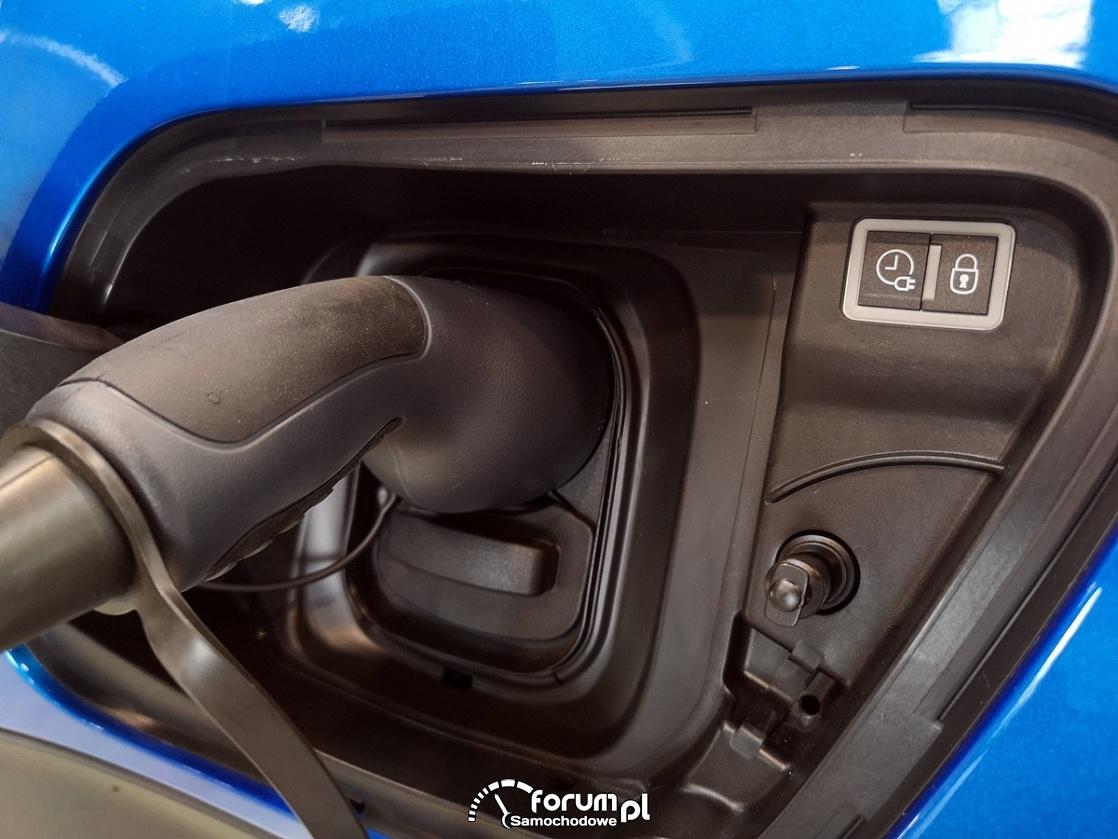 Przyciski i gniezdko ładowania, Peugeot e2008 GT