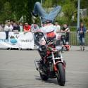 Jazda motocyklem na głowie