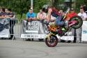 Jazda na przednim kole na motorze